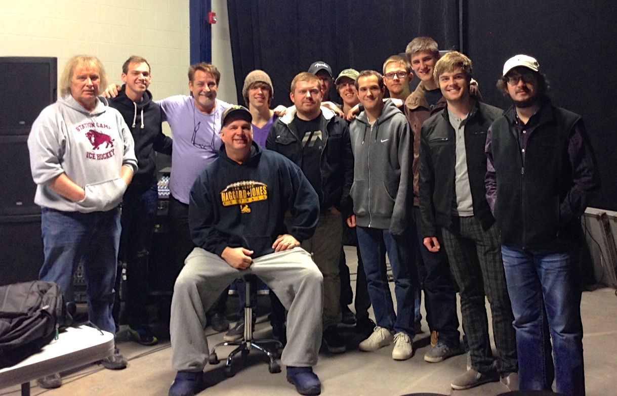 Students with Garth Brooks